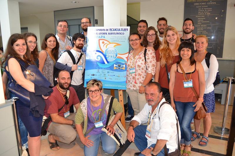 Alumnos del Master de Acuicultura y Pesca (ACUIPESCA) y del Programa de Doctorado de Recursos Marinos de la UCA participaron en las VIII Jornadas de Acuicultura en el Litoral Suratlantico celebrada en Cartaya (Huelva)