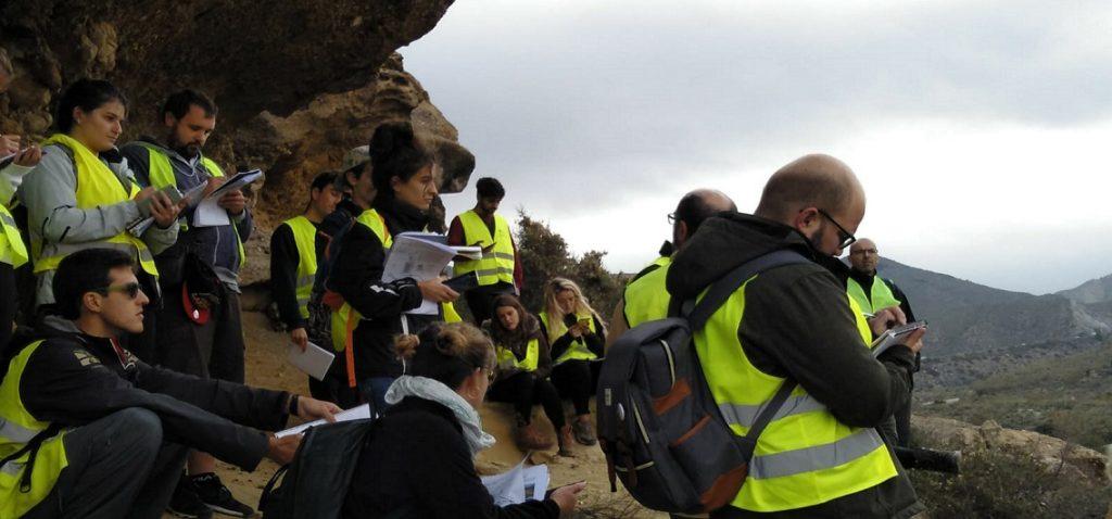 Alumnos del Máster en Oceanografía en un Campamento Geológico en Níjar