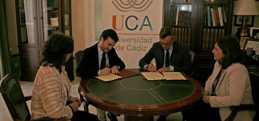 Firma del convenio de colaboración del Colegio Oficial de Ambientólogos de Andalucía (COAMBA) y la Universidad de Cádiz